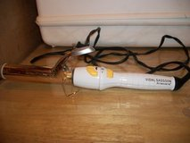 #3001 VIDAL SASSOON ANSWERS CURLING IRON - $8 (HAR in Fort Hood, Texas